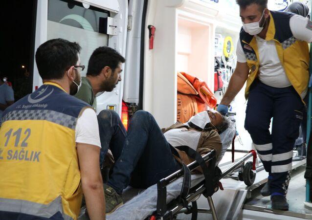 Sivas merkeze bağlı Ovacık köyünde define ararken kullandıkları dinamitin patlaması sonucu bir kişi hayatını kaybetti, bir kişi ise yaralandı.