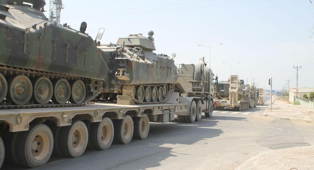 Türk Silahlı Kuvvetli, Yunanistan sınırına tank sevk etmeye başladı.