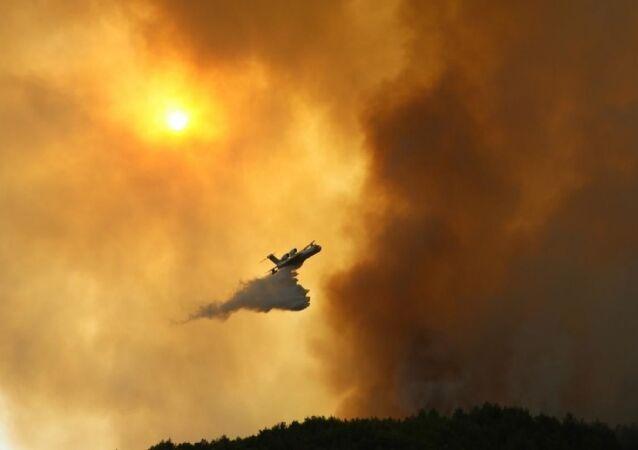 Hatay'da yangın yerleşim yerlerini tehdit ediyor: Bir mahalle boşaltıldı