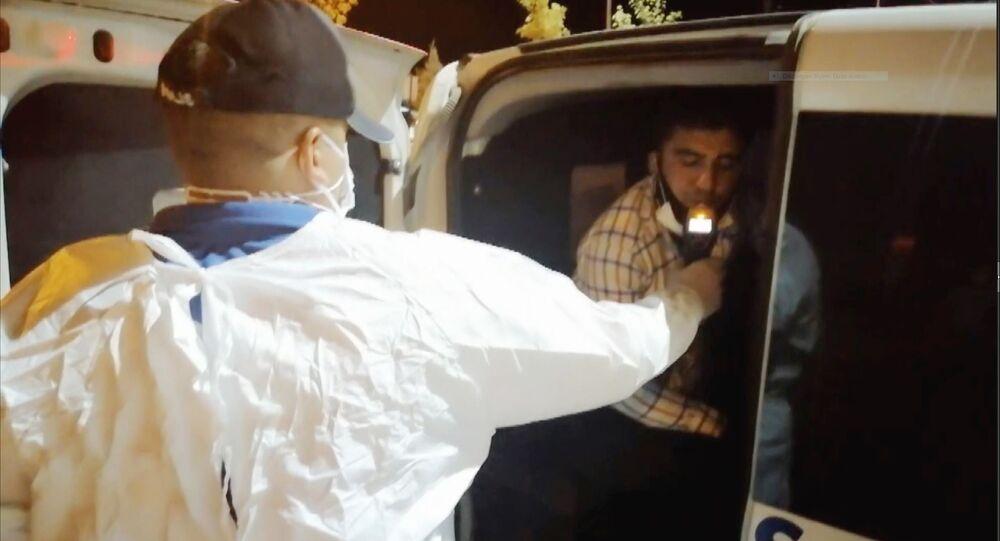 Aksaray'da koronavirüs karantinasını delerek alkol alan koronavirüslü hasta polisin 'dur' ihtarına uymayarak kaçmaya başladı