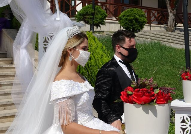 Sancaktepe Belediyesi, 500 kişi kapasiteli Sarıgazi Stadı, Selim Topal Spor Kompleksi ve 400 kişilik Şehit Furkan Doğan Gençlik Merkezi Kır Bahçesi'ni açık hava düğünü yapılacak şekilde düzenledi.