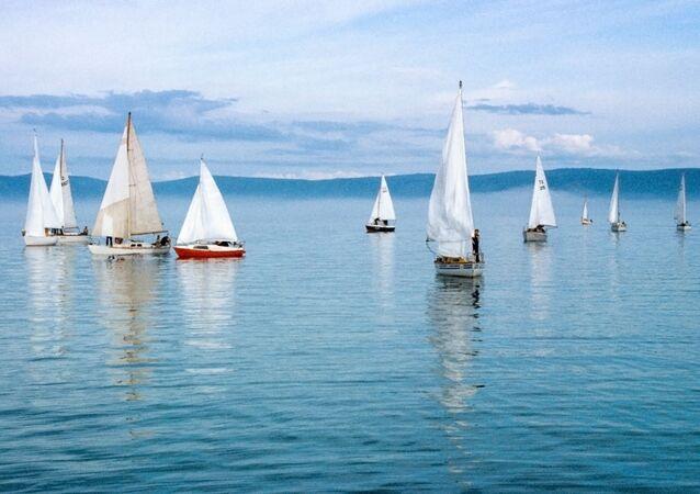 1985 yılında Baykal Gölü'nde ilk kez düzenlenen tekne yarışından bir kare