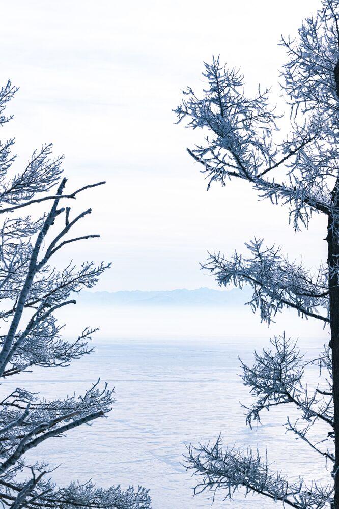 Her yıl Kasım ayında donmaya başlayan göl üzerinden adaya, Ocak-Nisan ayları arasında buz üzerinde işleyen araçlarla ulaşım sağlanıyor