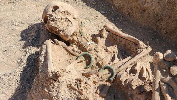 Van'da 'takı setiyle' gömülmüş Urartulu kadın mezarı bulundu - Sputnik Türkiye