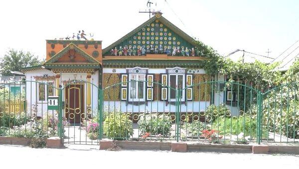 Kazakistan'da masal kahramanlarının figürleriyle süslenmiş ev görenleri büyülüyor - Sputnik Türkiye