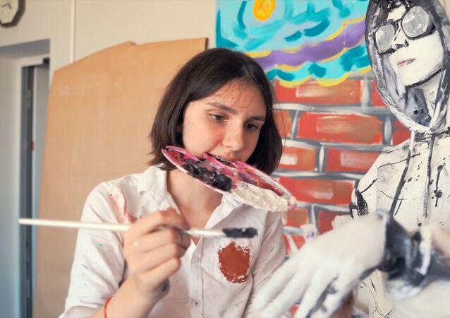 St. Petersburglu öğrenci 'canlı tablolar' yaratıyor