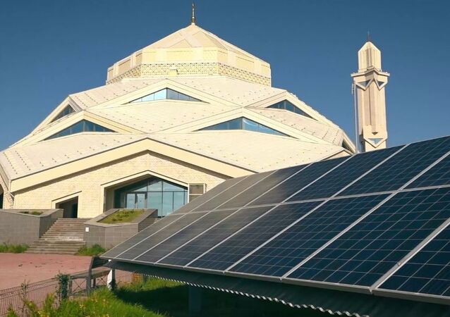 Kazakistan'daki fütüristik eko-cami elektriğini kendi sağlıyor