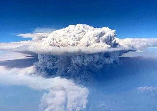 Kaliforniya'daki orman yangını uçaktan böyle görüntülendi