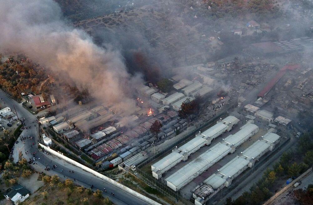 Moria sığınmacı kampındaki yangının İHA ile çekilen görüntüsü