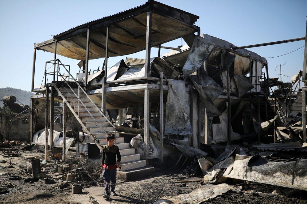 BBC'ye konuşan bölge sakinlerinden bir Thanasis Voulgarakis, neredeyse kampın tamamı yandığını, geriye sadece birkaç çadırın ayakta kaldığını söyledi