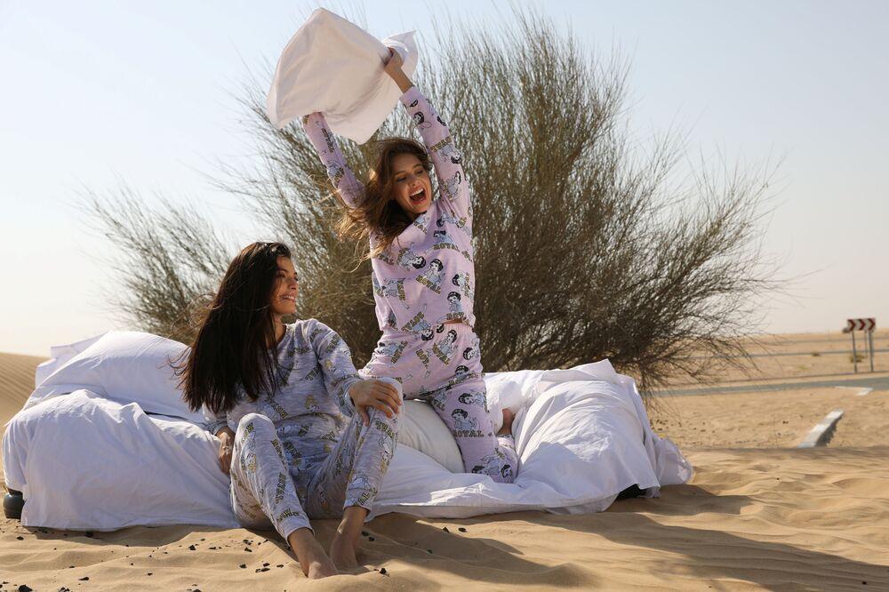 BAE ve İsrail arasında 13 Ağustos'ta yapılan normalleşme anlaşmasından sonra Dubai'ye giden İsrailli model May Tager, ülkesinde iç çamaşırı ve pijama üreten bir şirketin tanımı için kameraların karşısına geçti.