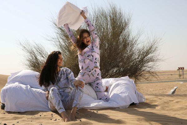 BAE ve İsrail arasında 13 Ağustos'ta yapılan normalleşme anlaşmasından sonra Dubai'ye giden İsrailli model May Tager, ülkesinde iç çamaşırı ve pijama üreten bir şirketin tanımı için kameraların karşısına geçti. - Sputnik Türkiye