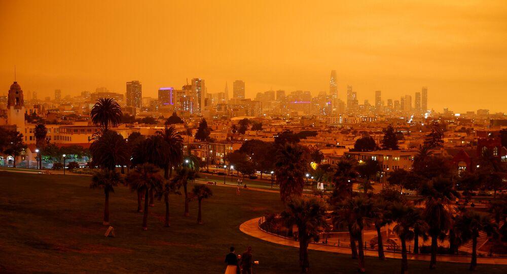 Kaliforniya'daki yangınlar nedeniyle San Francisco'da gökyüzü turuncuya büründü
