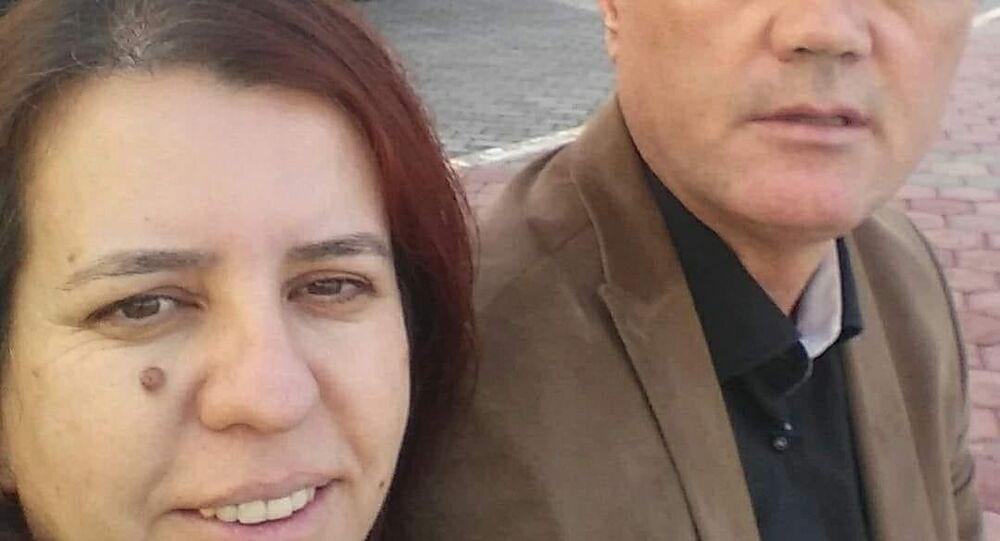 İzmir'in Buca ilçesinde, sınıf öğretmeniİrfan Temelli(51), 9 yaşındaki oğlunun gözleri önünde eşiMeryem Temelli'nin (50) boğazını keserek öldürdü. Temelli, cinayeti işledikten sonra 4. katta bulunan evinin balkonundan atlayarak yaşamına son verdi.