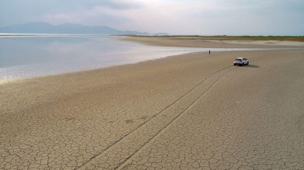 Göllerin su seviyesinin mevsim şartlarına bağlı farklılık göstermesinin normal olduğunu belirten Alaeddinoğlu, geçmişe kıyasla bu seviye oranlarında ciddi değişikliklerin olduğuna işaret etti.
