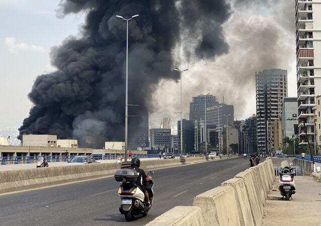 Yangının başlamasıyla birlikte bazı Beyrutlular şehri terk etti. Bunlardan biri olan 49 yaşındaki Mecit Hüseyin, eşi ve iki çocuğunu araçla şehir dışına çıkarırken, Reuters'e Onları yangın ve dumandan kaçırmak zorundayım. Oğlum hala patlamanın şokunu yaşıyor dedi.