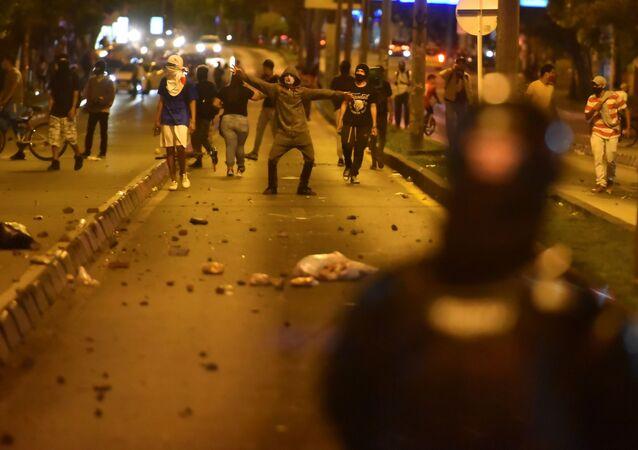 Kolombiya'da polis şiddetine karşı yapılan protestolarda 7 kişi öldü