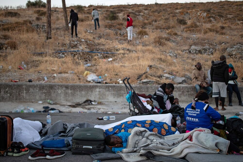 Yunanistan Göç Bakanı Notis Mitarachi, MEGA TV'ye yaptığı açıklamada, yerel halkın sığınmacıları istemediğini belirterek, Ailelerin, savunmasız insanların ihtiyaçlarını karşılamaya hazırız ifadelerini kullandı.