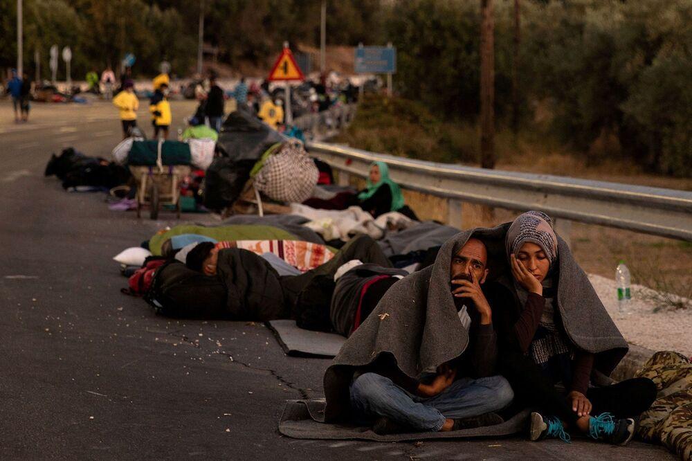 Yaklaşık 12 bin 500 sığınmacıya, yani kapasitesinin 4 katı insana ev sahipliği yapan Moria sığınmacı kampı önceki gün henüz nedeni belirlenemeyen bir yangın nedeniyle neredeyse tamamen yok oldu.