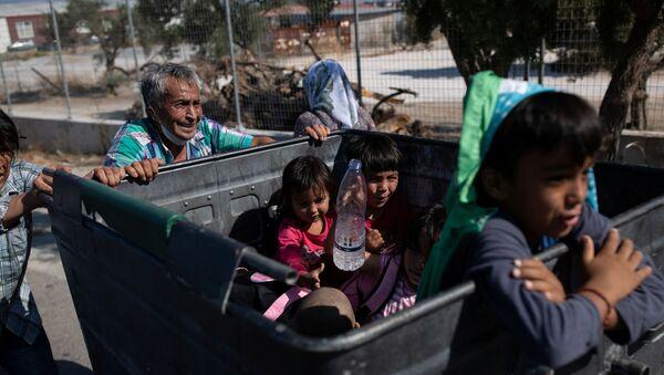 Midilli adası-Moria mülteci kampı-yangın-sığınmacı - Sputnik Türkiye