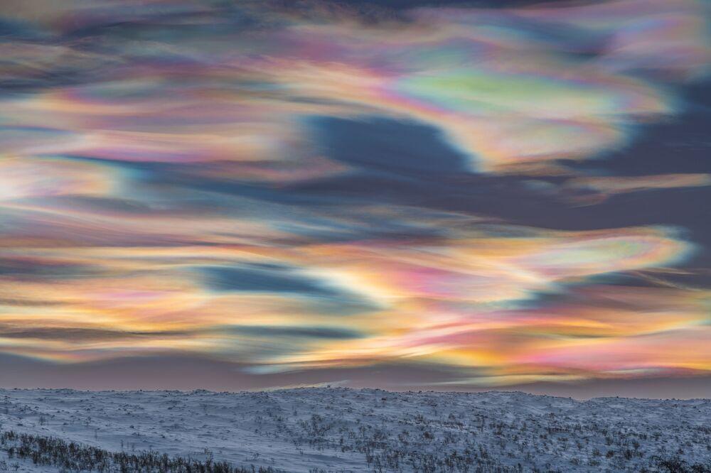 2020'nin En İyi Astronomi Fotoğrafçısı Yarışması'nın Manzara kategorisinin kazananı Alman fotoğrafçı Thomas Kast'ın Painting the Sky isimli çalışması