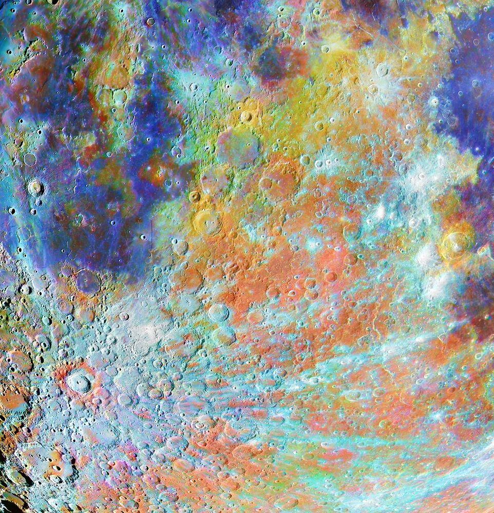 2020'nin En İyi Astronomi Fotoğrafçısı Yarışması'nın Bizim Ay kategorisinin kazananı Fransız fotoğrafçı Alain Paillou'nun Tycho Crater Region with Colours isimli çalışmasında Ay'ın en ünlü kraterlerinden Tycho  Krateri'nin renkli görüntüsü yer aldı