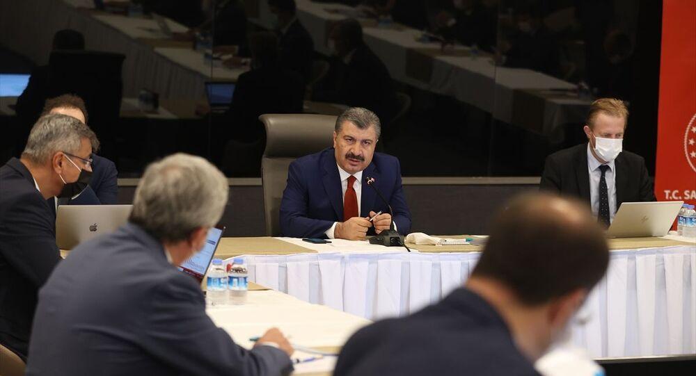 Sağlık Bakanı Fahrettin Koca, İstanbul'da Başakşehir Çam ve Sakura Şehir Hastanesi'nde sağlık bakan yardımcıları, il sağlık müdürü ve hastane başhekimlerinin katılımıyla değerlendirme toplantısı gerçekleştirdi.