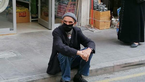 Nevşehir'de, Koronavirüs testi pozitif çıkan ve karantina kurallarını ihlal edenAdem Bıkmazer(64), polis tarafından yakalandı. - Sputnik Türkiye