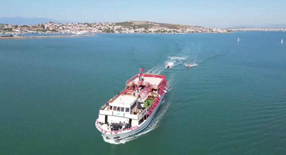 Balıkesir Büyükşehir Belediyesi, Eylül ayı Meclis toplantısını Ege Denizi'nde teknede gerçekleştirdi