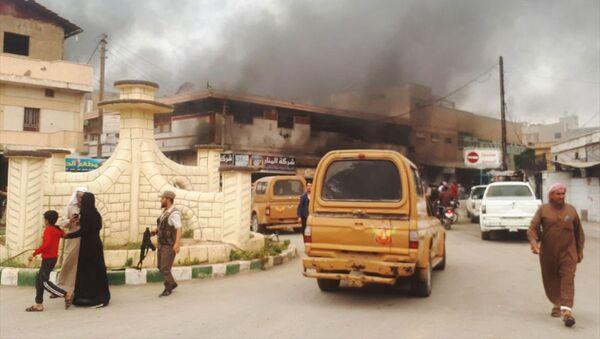 Şanlıurfa'nın Ceylanpınar ilçesinin hemen karşısında yer alan Suriye'nin Rasulayn ilçesinin merkezinde postane müdürlüğü binası yakınlarında bomba düzeneğinin infilak etmesi sonucu büyük bir patlama meydana geldi. - Sputnik Türkiye
