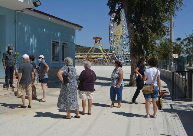 Balıkesir'in Ayvalık ilçesinde 3 hemşireyi darp edip bir hastayı bıçaklayan ve adli kontrolle serbest bırakılan şahıs, savcılığın karara itirazının ardından yeniden yargılanarak tutuklandı.