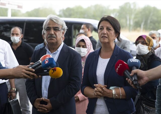 HDP Eş Genel başkanları Pervin Buldan ve Mithat Sancar, Edirne'de tutuklu bulunan eski HDP Eş Genel Başkanı Selahattin Demirtaş ve eski HDP Milletvekili Abdullah Zeydan ile görüştü. Buldan ve Sancar, görüşme sonrası gazetecilere açıklama yaptı.