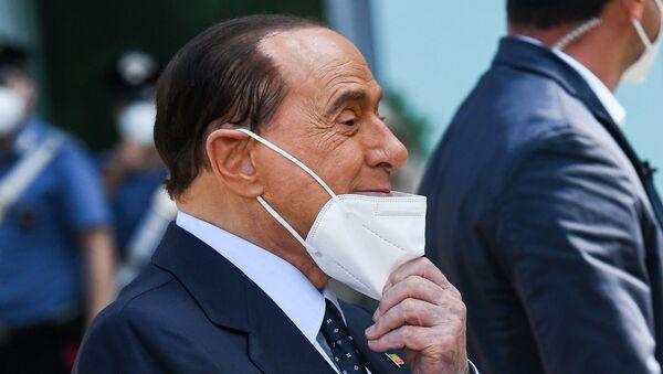 İtalya'nın eski başbakanlarından 83 yaşındaki milyarder siyasetçi Silvio Berlusconi, 11 gün önce Kovid-19 nedeniyle yatırıldığı hastaneden taburcu edildi. - Sputnik Türkiye
