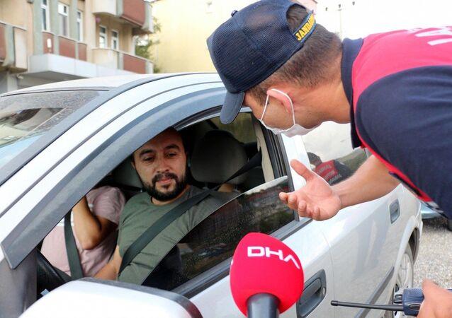 Zonguldak'ta aracıyla maskesiz ve kalabalık şekilde seyahat eden sürücü Ertürk