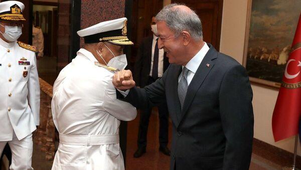 Bakan Akar, Libya Deniz Kuvvetleri Komutanı ile görüştü - Sputnik Türkiye
