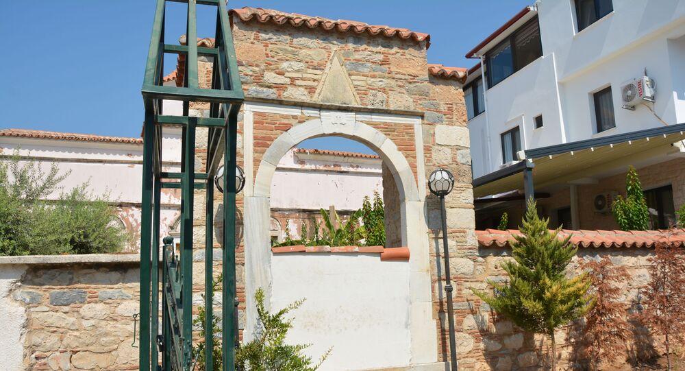 Aydın'da kilisenin kapılarına duvar örüldü