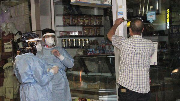 Koronavirüse yakalanmasına rağmen dükkanını açan adamın savunması: Adam mı öldürdük? - Sputnik Türkiye