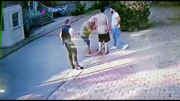 Halil Sezai'nin gözaltına alındığı kavganın güvenlik kamerası görüntüleri ortaya çıktı. - Sputnik Türkiye