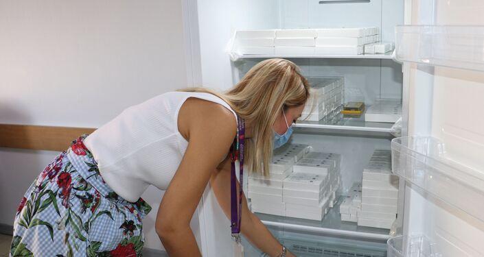 Çin'in geliştirdiği koronavirüs aşısı Hacettepe Üniversitesi Tıp Fakültesi'nde gönüllülere yapıldı.