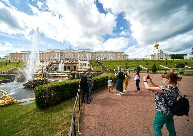 turist, Peterhof, St. Petersburg, Rusya