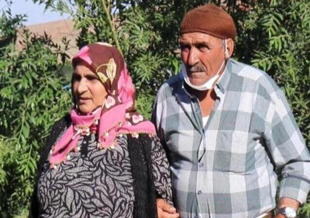 """Annesi kendisine hamileyken babasından ayrılanHanım Turan,75 yılsonra varlığından haberdar olduğu ağabeyiİhsan Kökerile kavuştu. Kardeşlerin herkesi ağlatan buluşması, """"Kardeş: Öyle Geçti Ömrümüz"""" adlı belgesele konu oldu."""