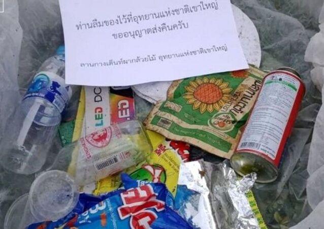 Tayland'ın en eski parkında yere çöp atanlara karşı yeni uygulama başlatılıyor. Hayvanları ve güzel manzarasıyla ünlü Khao Yai Ulusal Parkı'ndaki yetkililer, yere atılan çöpleri sahiplerine iade edecek.