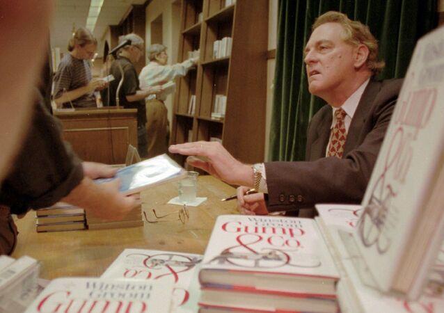 Forrest Gump romanının yazarı Winston Groom
