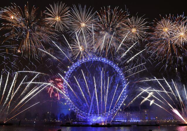 Londra +  yılbaşı gecesi kutlamaları + havai fişek gösterisi