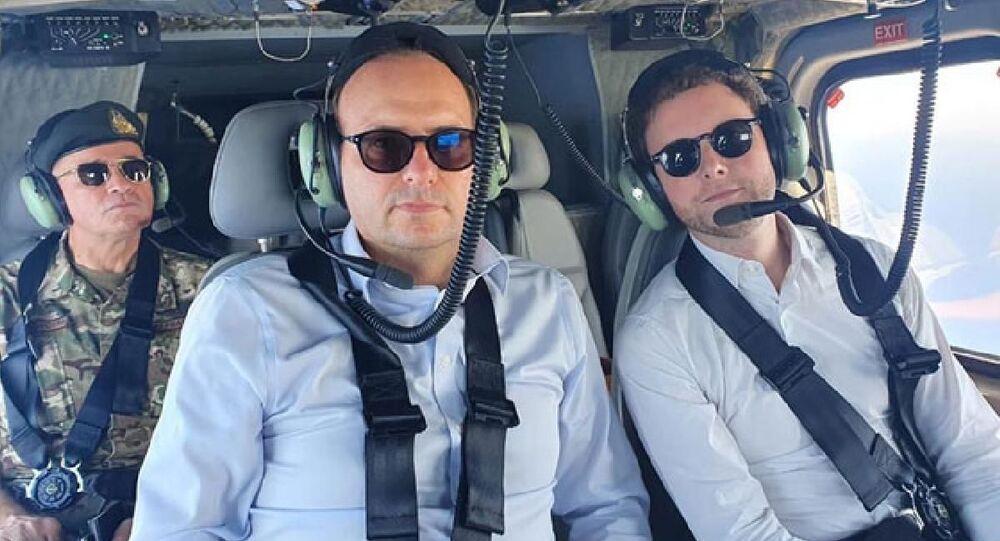 Fransa'nın Avrupa Bakanı Clement Beaune ve Güney Kıbrıslı mevkidaşı Haralambos Petridis, askeri helikopterle bölgede bulunan Yavuz Sondaj Gemisi'nin ve Kuzey Kıbrıs yönetimindeki Kapalı Maraş'ın etrafında uçuş gerçekleştirdi.