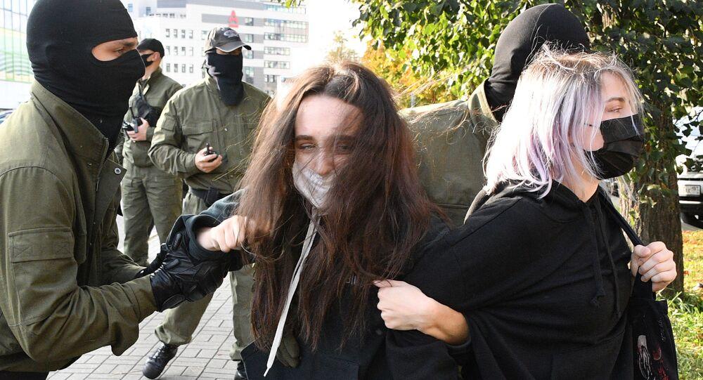 Belarus'un başkenti Minsk'te düzenlenen 'Kadınlar Yürüyüşü' sırasında bazı göstericilerin çevik kuvvet polisi tarafından gözaltına alındığı bildirildi.