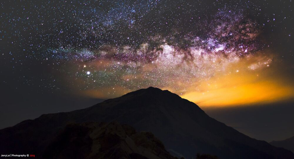Tayvan'daki Hehuan Dağı'nın üzerinde görüntülenen Samanyolu