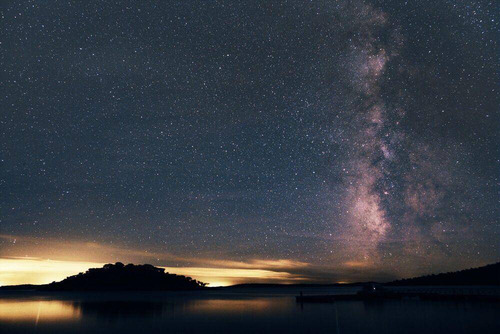 Portekiz'deki Alqueva Gölü'nün yıldızlı manzarası