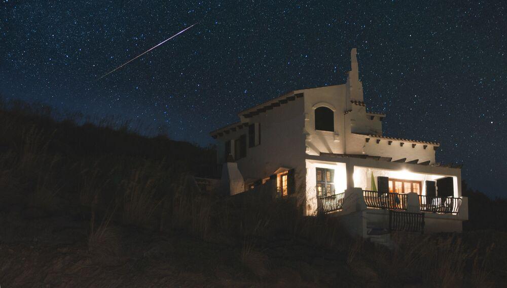 Akdeniz'deki İspanyol Minorka Adası'nın semalarında yıldız kayması