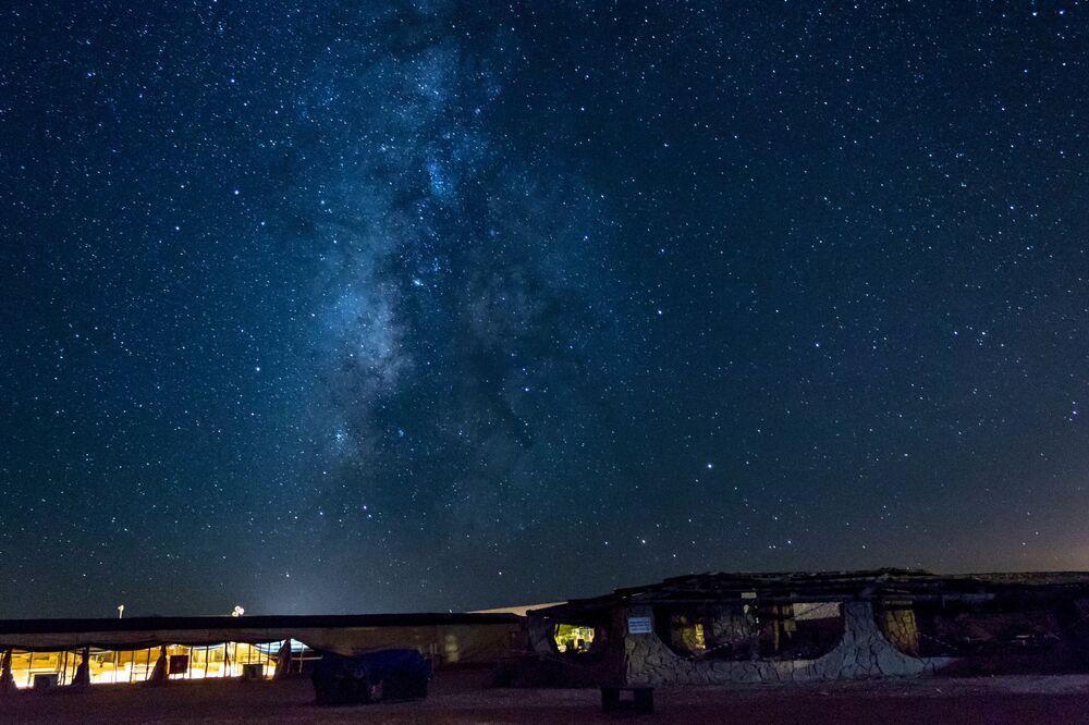 İsrail'in Necef Çölü de doğal güzelliği ve gökyüzünün muhteşem gece görüntüleri ile ünlü